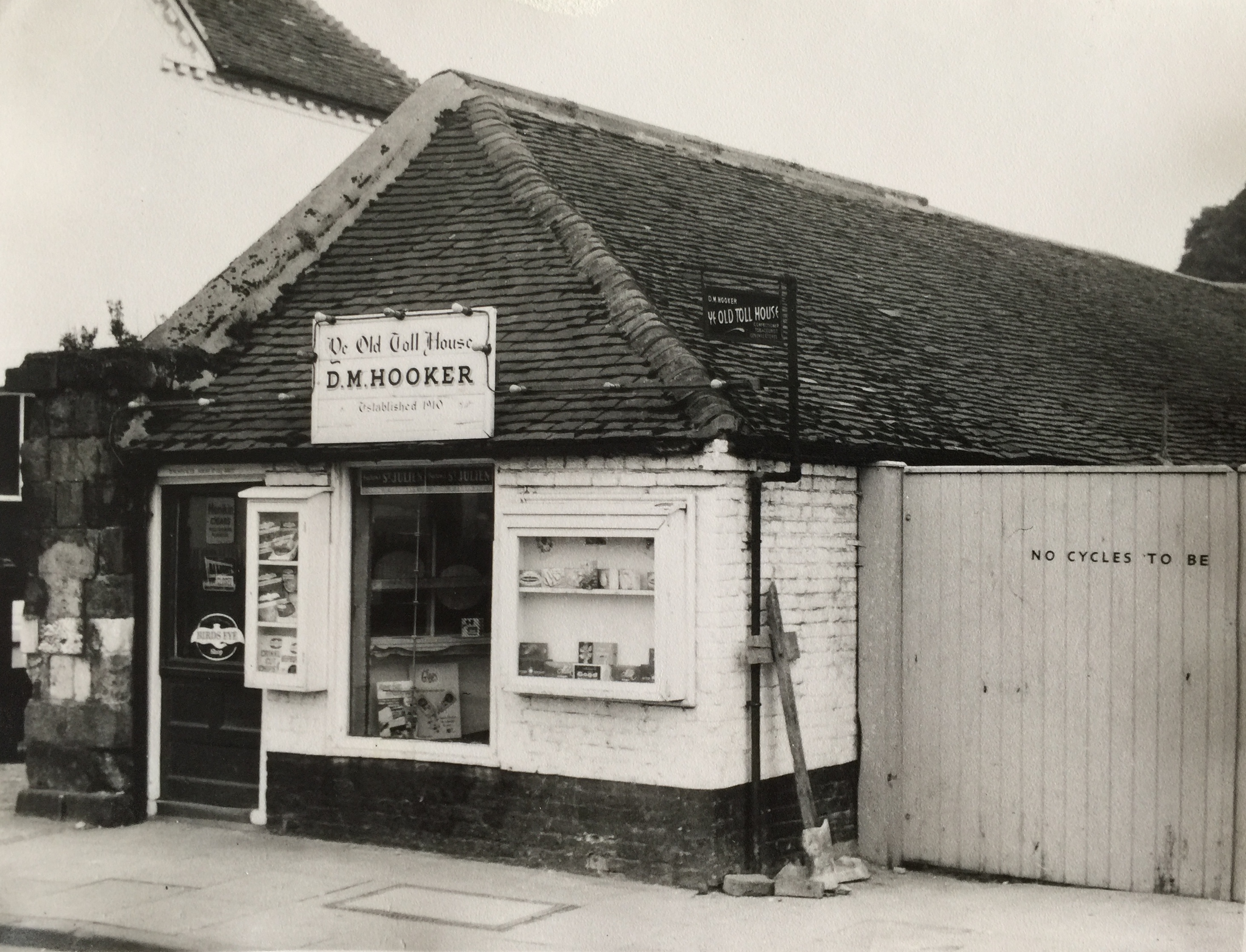 D M Hooker's shop 1963, now the Indian Restaurant - Collection Ken Green, photo Banks