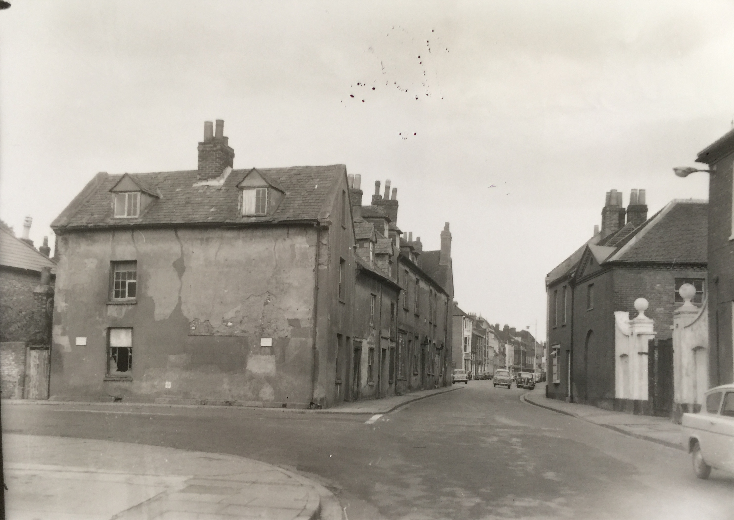 Entrance to Orchard St off Westgate early 60s - Collection Ken Green