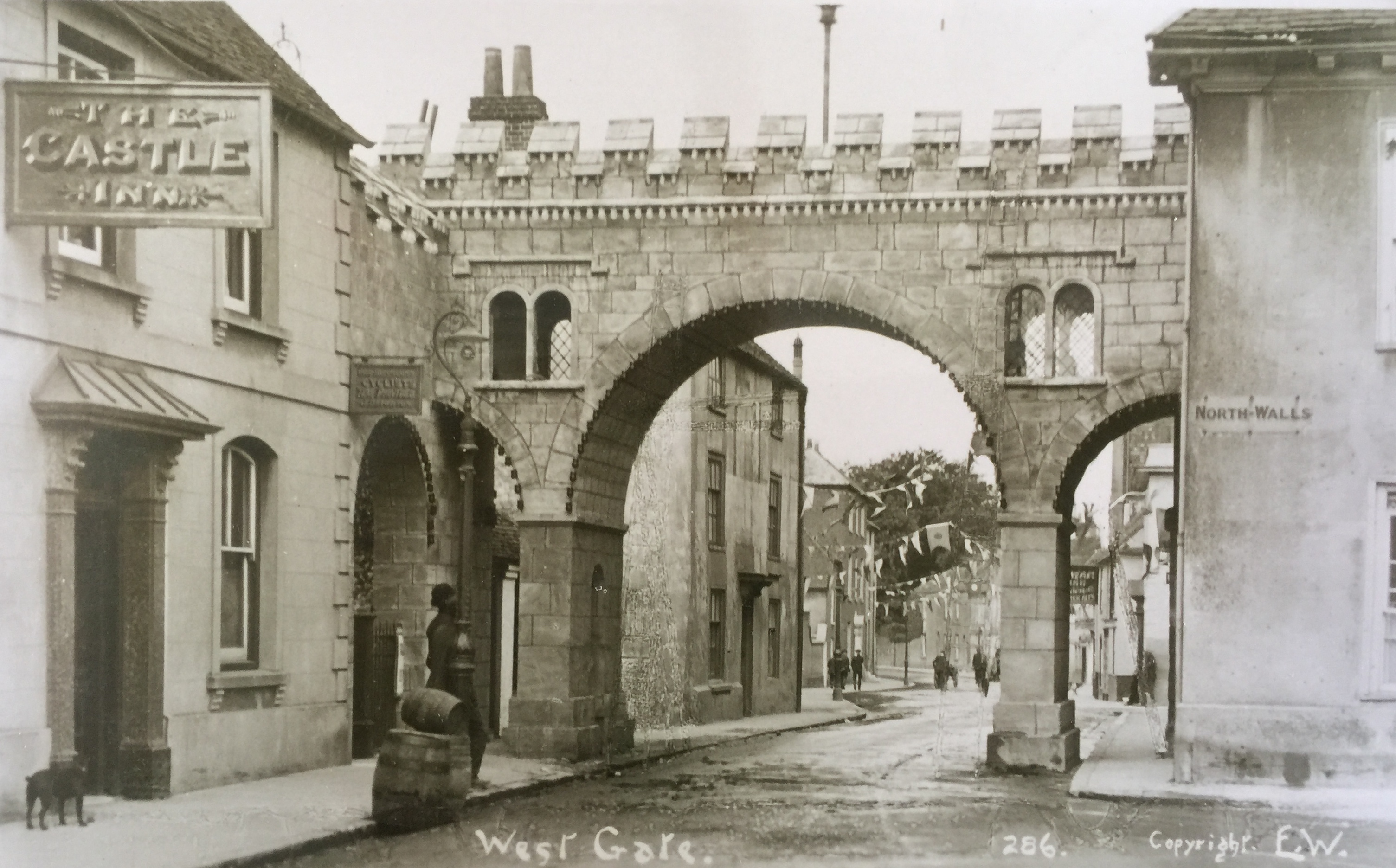 Ceremonial Arch at the West Gate 1911, looking towards Westgate
