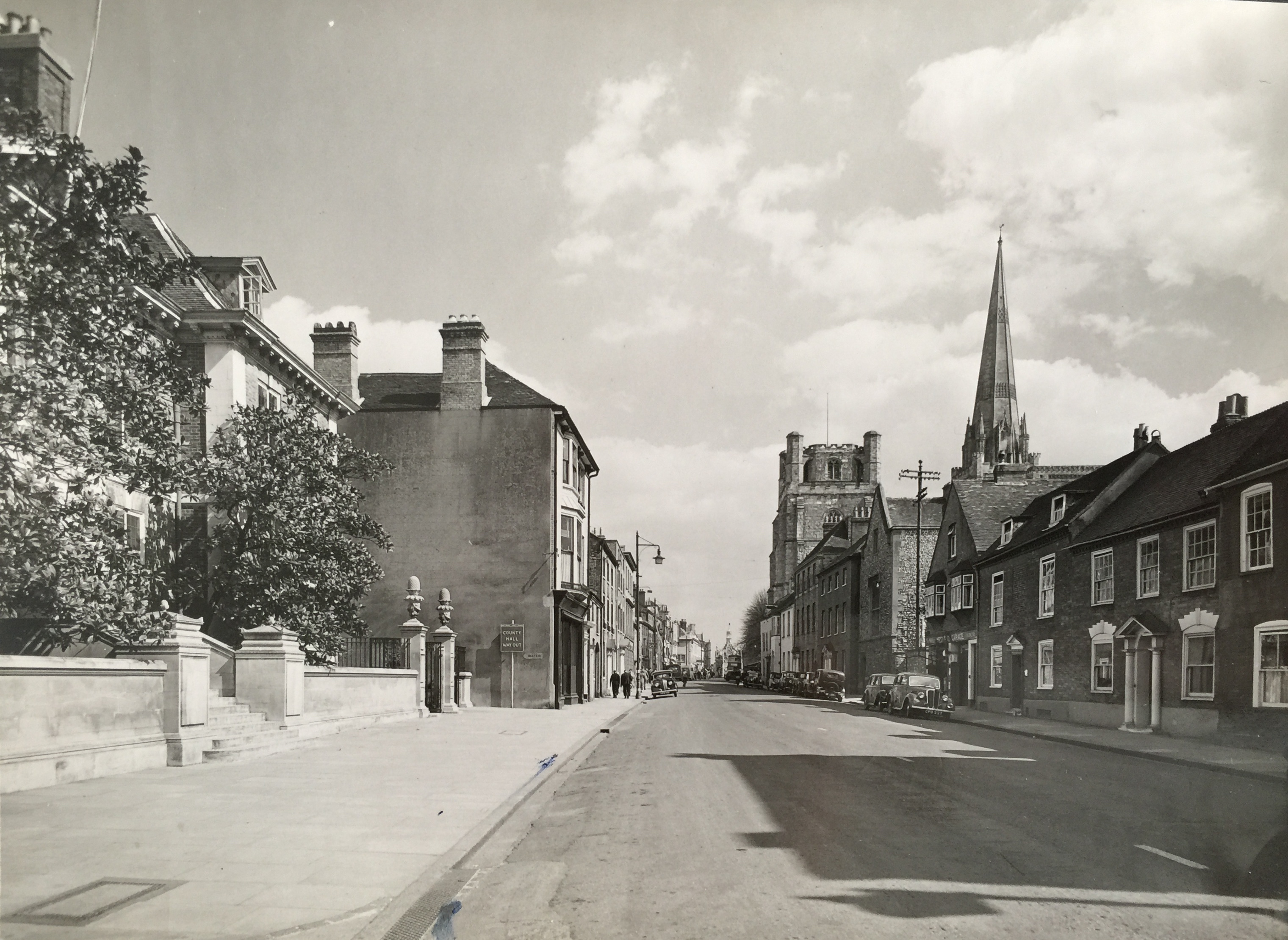 West Street post-war, note the walls and entrance to Ede's House - Collection Ken Green