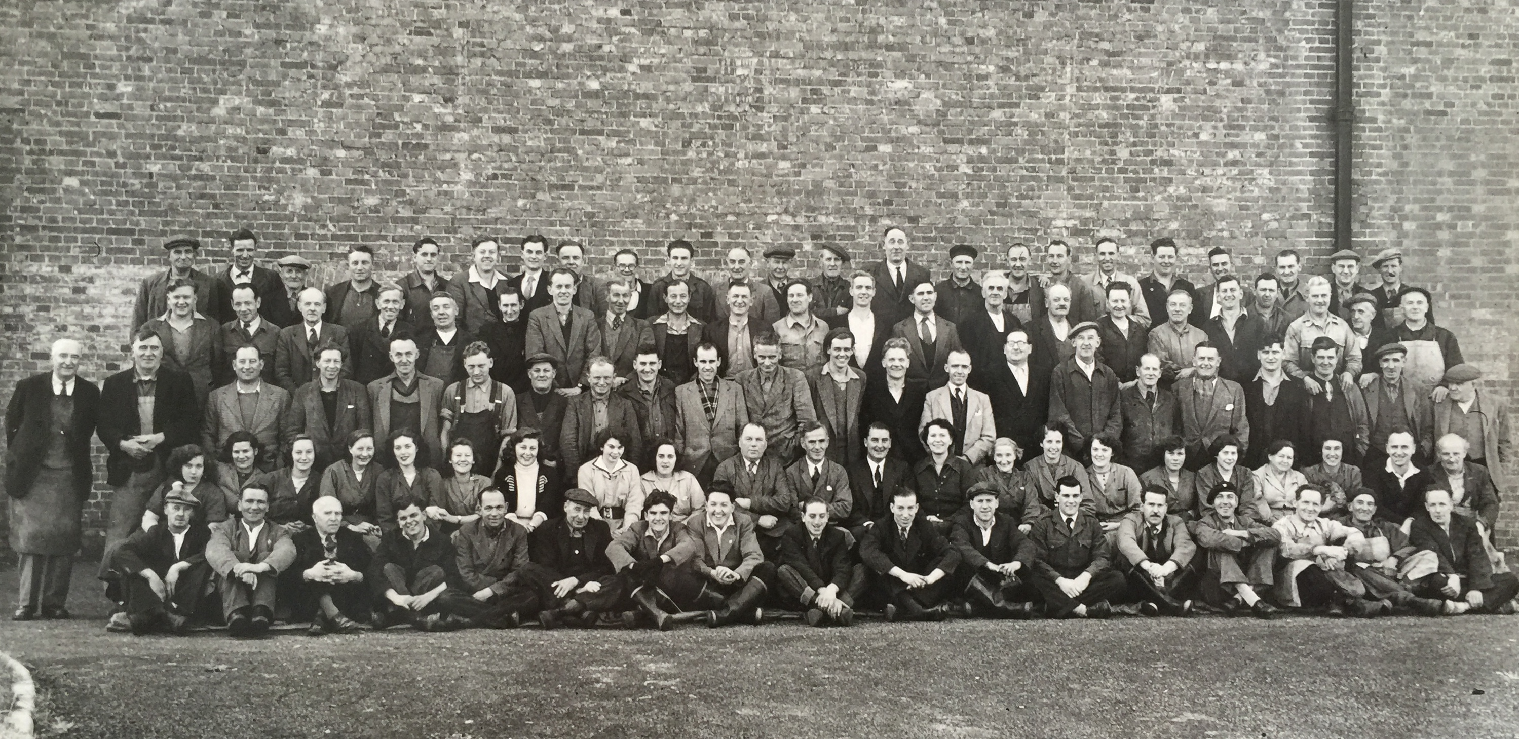 Henty Brewery Staff 1952 - Collection Ken Green