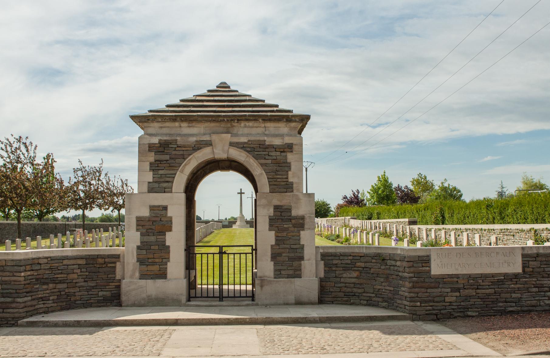 rue-des-berceaux_military_cemetery_richebourg-lavoue_1