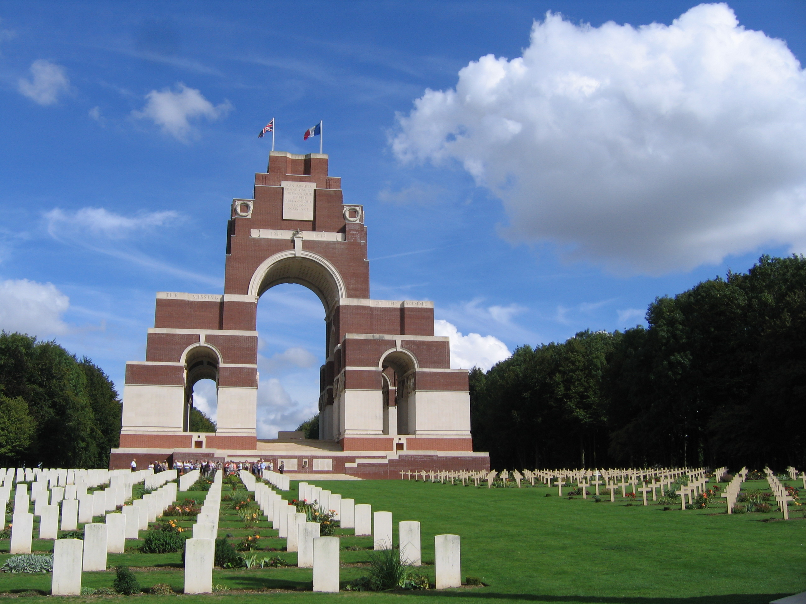 thiepval_memorial_and_anglo-french_cemetery_september_2010_2